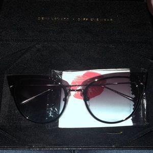 Demi Lovato diff glasses